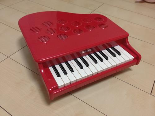 赤いミニピアノ